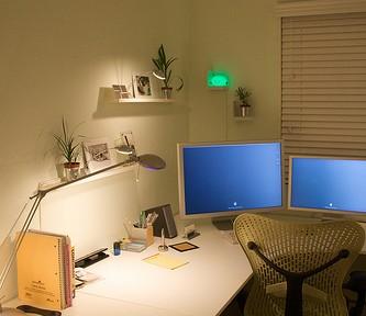 IKEAのウォール・ラックがカッコいいデスクまわり実例