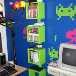 インベーダーが壁に&IKEAのBOXをグリーンにペイント