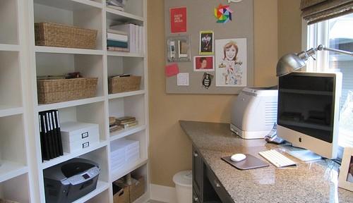 オープン棚の収納ヒントになる、ホームオフィスの実例